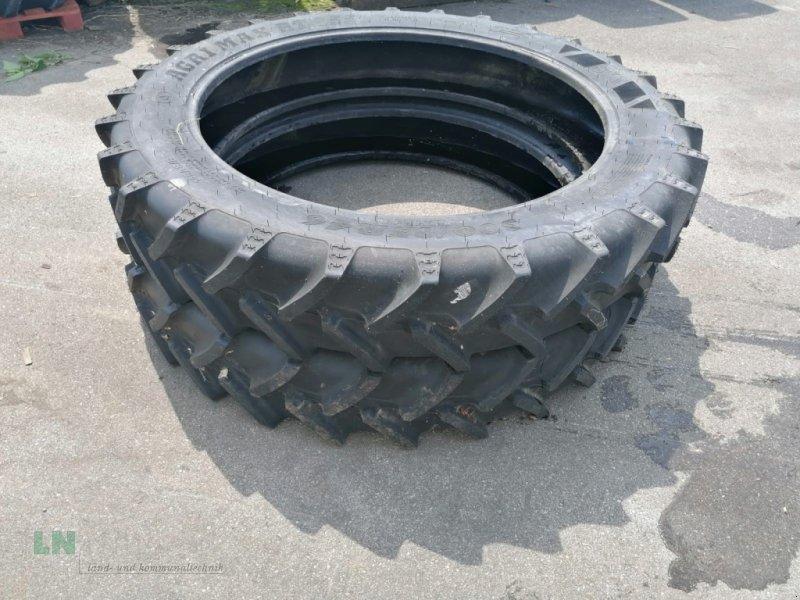 Reifen des Typs BKT 2 Stück 300/95R46 Gummi, Gebrauchtmaschine in Eggenfelden (Bild 1)