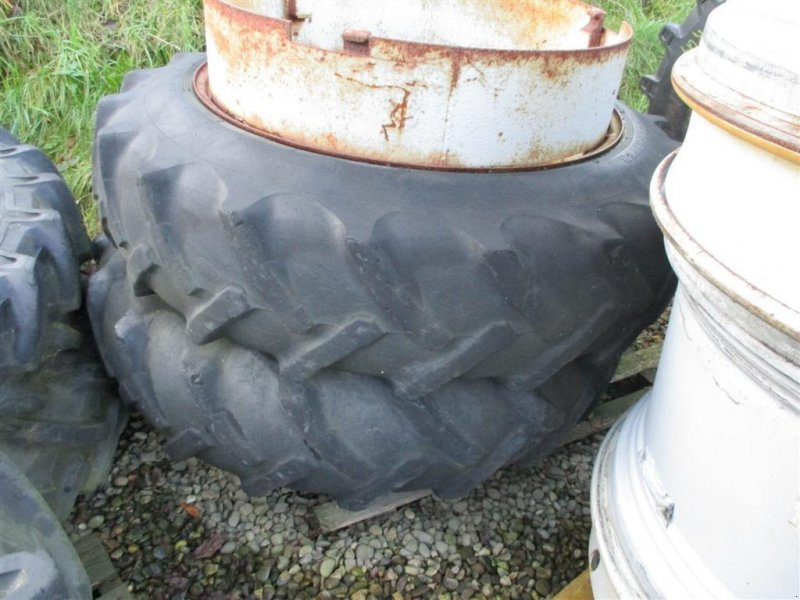 Reifen типа Dunlop 13,6 R38 Med Ring og 3 Dual låse, Gebrauchtmaschine в Lintrup (Фотография 1)