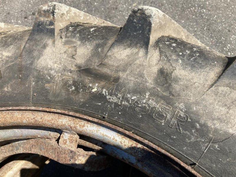 Reifen типа Michelin 12.4-36, Gebrauchtmaschine в Aalestrup (Фотография 3)