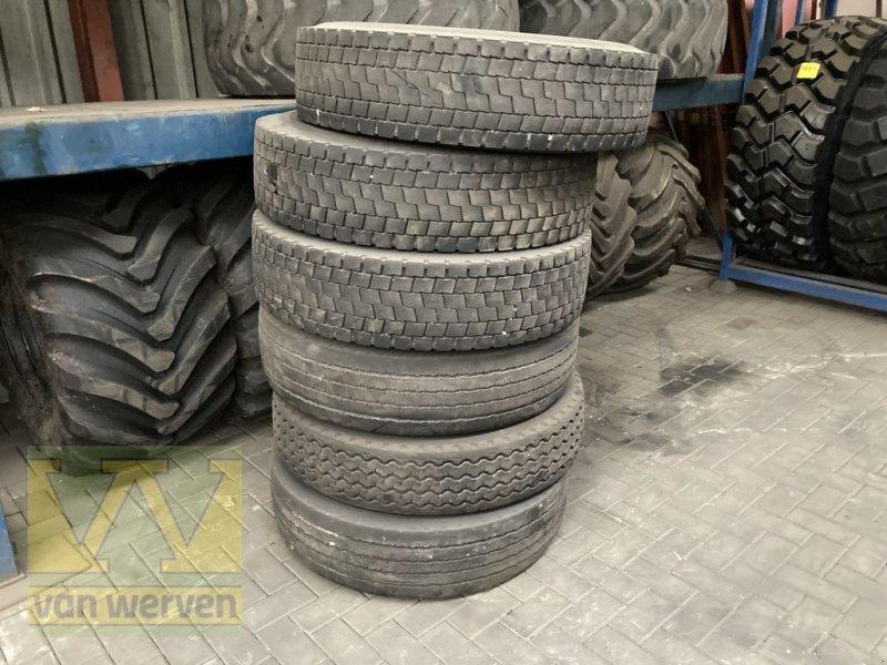 Reifen типа Michelin XDE 12R22.5 Regrouvable, Gebrauchtmaschine в Oldebroek (Фотография 1)