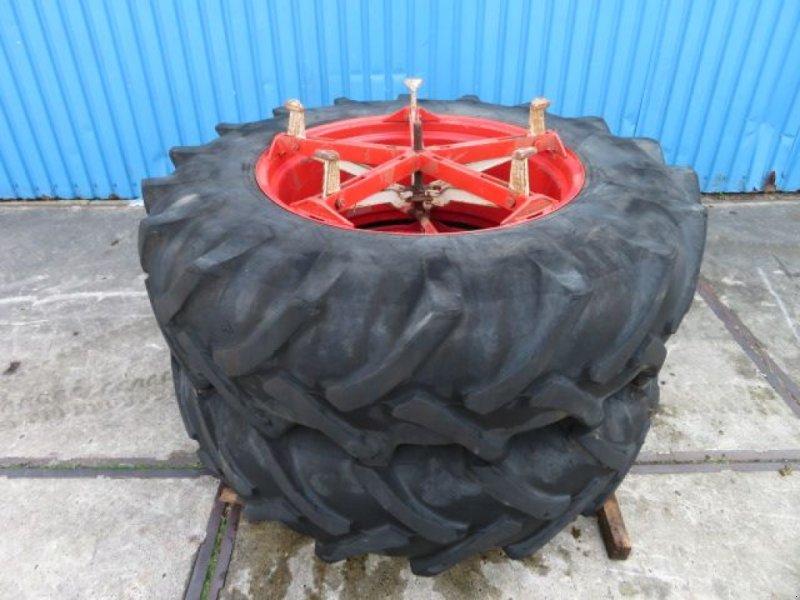 Reifen des Typs Pirelli 18.4 R34, Gebrauchtmaschine in Joure (Bild 1)