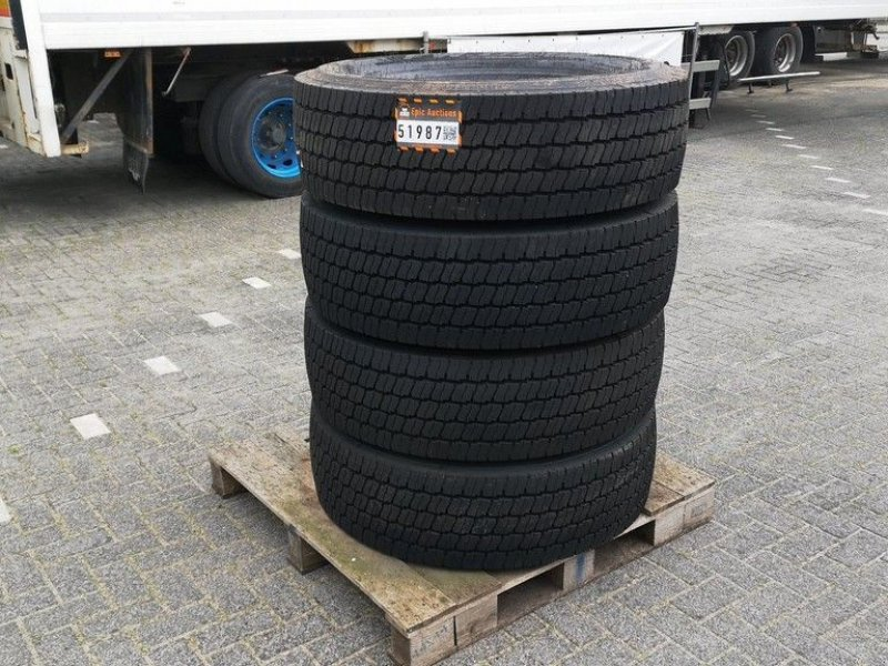 Reifen des Typs Pirelli 315/70 R22.5 FW 01, Gebrauchtmaschine in Leende (Bild 1)