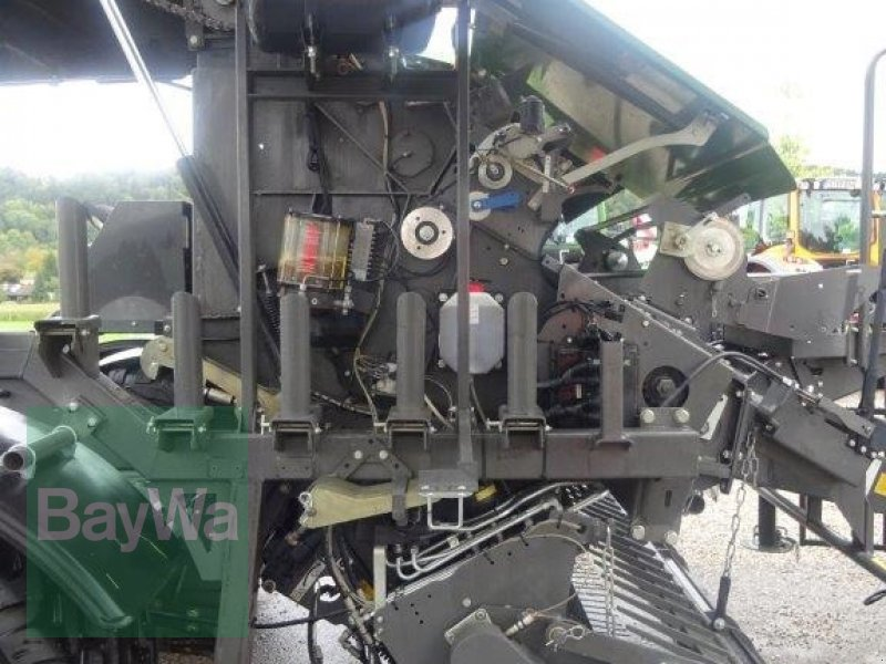 Rundballenpresse des Typs Fendt Rotana 130 F Press- / Wickelkombi, Neumaschine in Traunstein (Bild 12)