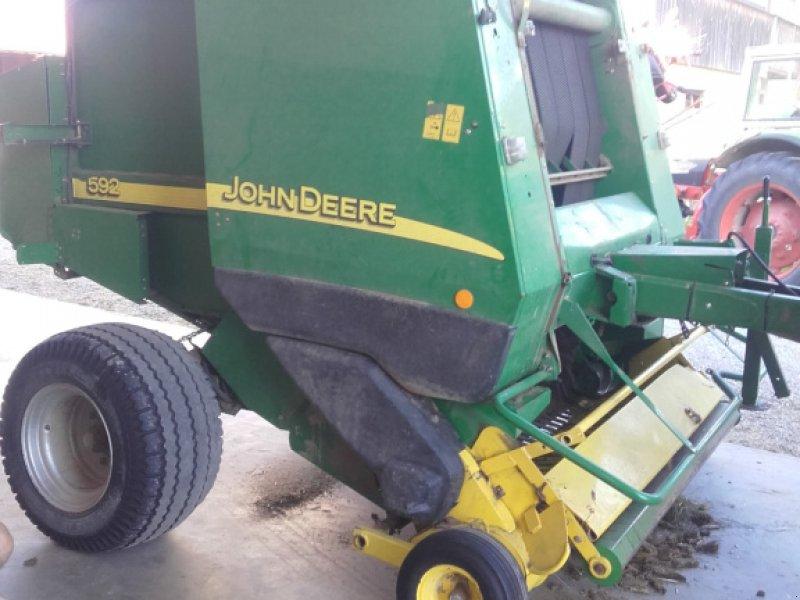 Rundballenpresse типа John Deere 592, Gebrauchtmaschine в Unterreit (Фотография 1)