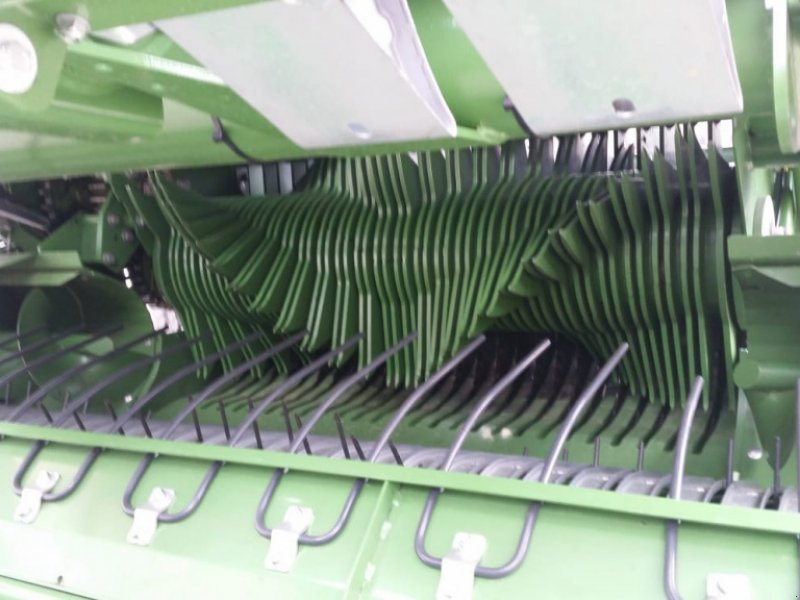 Rundballenpresse des Typs Krone Comprima V 150 XC, Gebrauchtmaschine in Sauldorf (Bild 3)