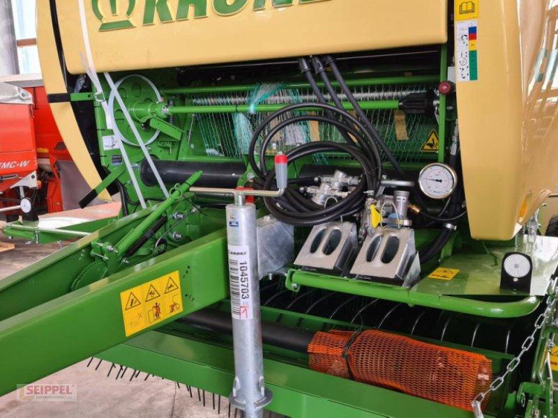 Rundballenpresse des Typs Krone COMPRIMA V 150 XC, Neumaschine in Groß-Umstadt (Bild 1)