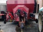 Rundballenpresse des Typs Massey Ferguson 187 in Muespach