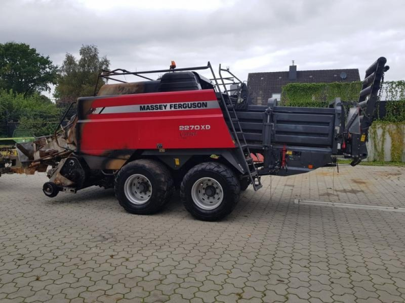 Rundballenpresse des Typs Massey Ferguson 2270 XD Cutter mit Brandschaden, Gebrauchtmaschine in Honigsee (Bild 1)