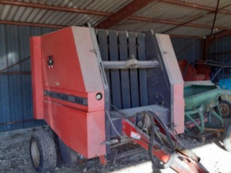 Rundballenpresse des Typs Massey Ferguson 822, Gebrauchtmaschine in COGNAC LA FORET (Bild 1)