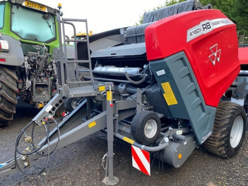 Rundballenpresse of the type Massey Ferguson RB 4160 V Xtra, Neumaschine in Grantham (Picture 1)