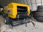 Rundballenpresse des Typs New Holland BR 560 A in Neuhof - Dorfborn