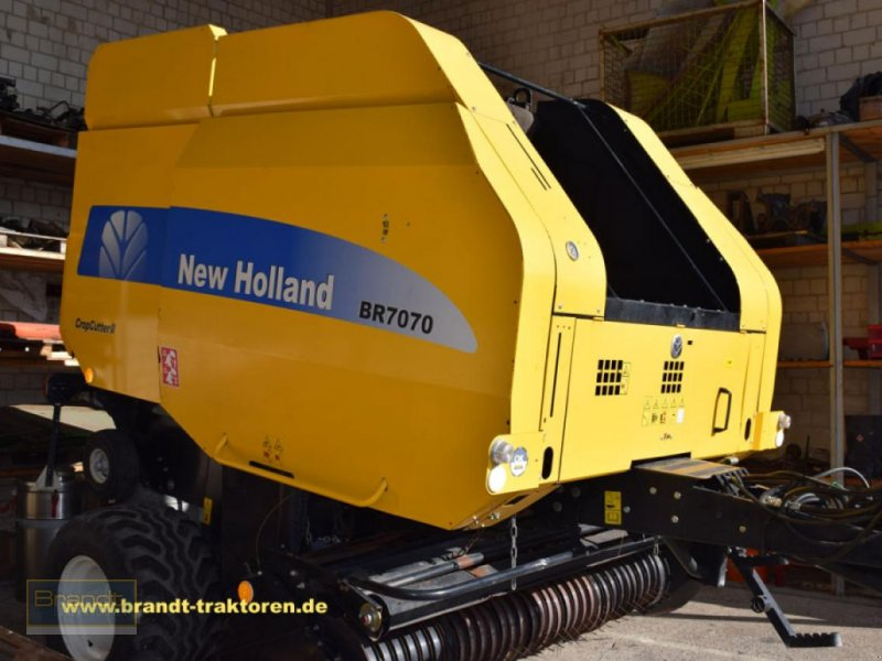 Rundballenpresse des Typs New Holland BR 7070 Crop Cutter II, Gebrauchtmaschine in Bremen (Bild 1)