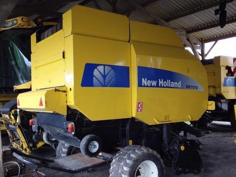 Rundballenpresse des Typs New Holland BR 7070 FF BC AR, Gebrauchtmaschine in TREMEUR (Bild 1)