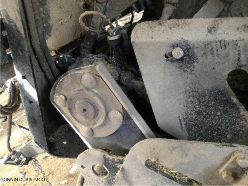Rundballenpresse a típus New Holland ROLL-BELT 150, Gebrauchtmaschine ekkor: RIVARENNES (Kép 4)