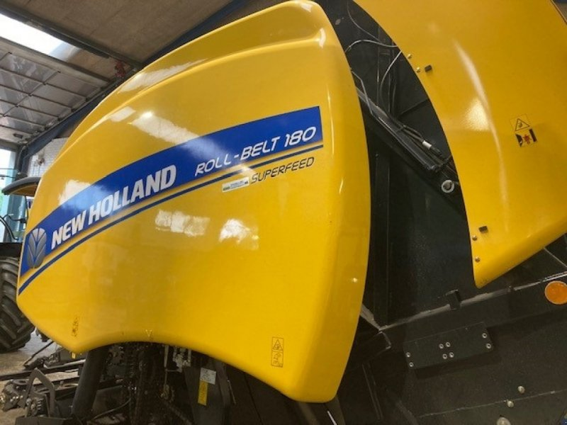 Rundballenpresse типа New Holland Roll-Belt 180 Superfeed, Gebrauchtmaschine в Skærbæk (Фотография 1)