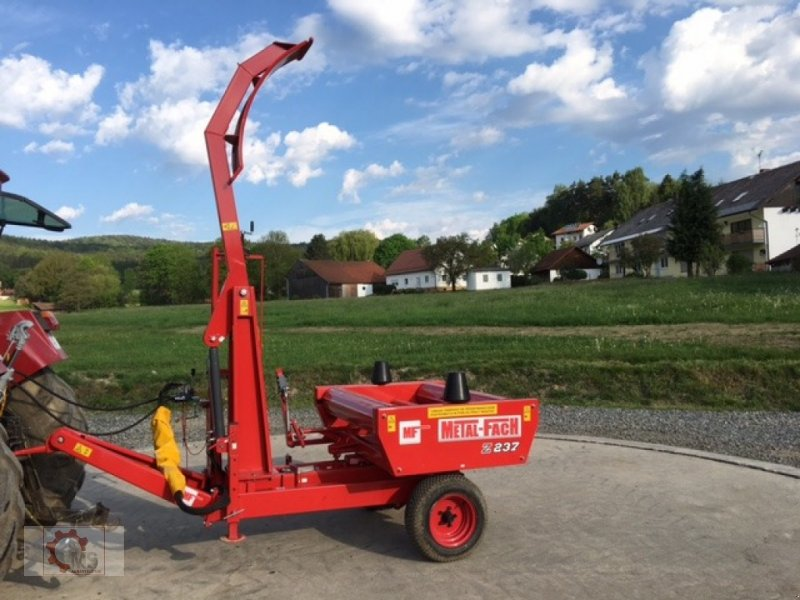 Rundballenwickelgerät des Typs Metal-Fach Z 237 Selbstlader, Neumaschine in Tiefenbach (Bild 3)