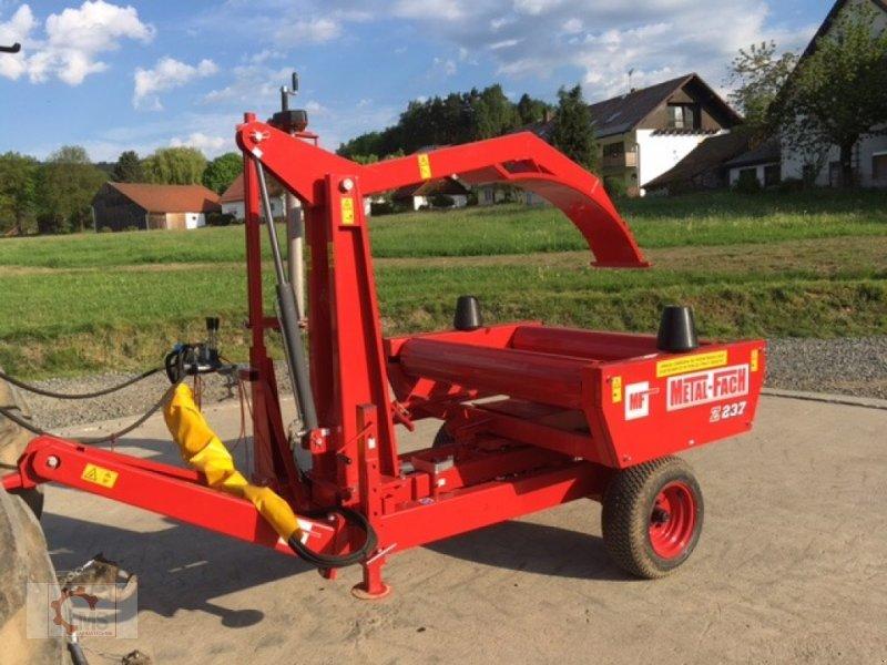 Rundballenwickelgerät типа Metal-Fach Z237 Selbstlader, Neumaschine в Tiefenbach (Фотография 1)