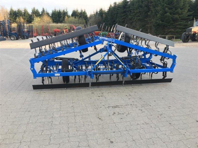 Saatbettkombination/Eggenkombination des Typs New Holland SBL V 670 SQ, Gebrauchtmaschine in Nimtofte (Bild 1)