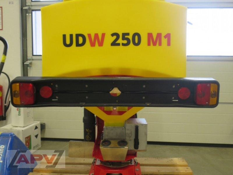 Sandstreuer & Salzstreuer des Typs APV UDW 250 M1, Gebrauchtmaschine in Hötzelsdorf (Bild 1)