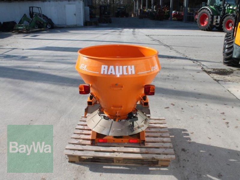 Sandstreuer & Salzstreuer des Typs Rauch SA 250, Gebrauchtmaschine in Straubing (Bild 3)