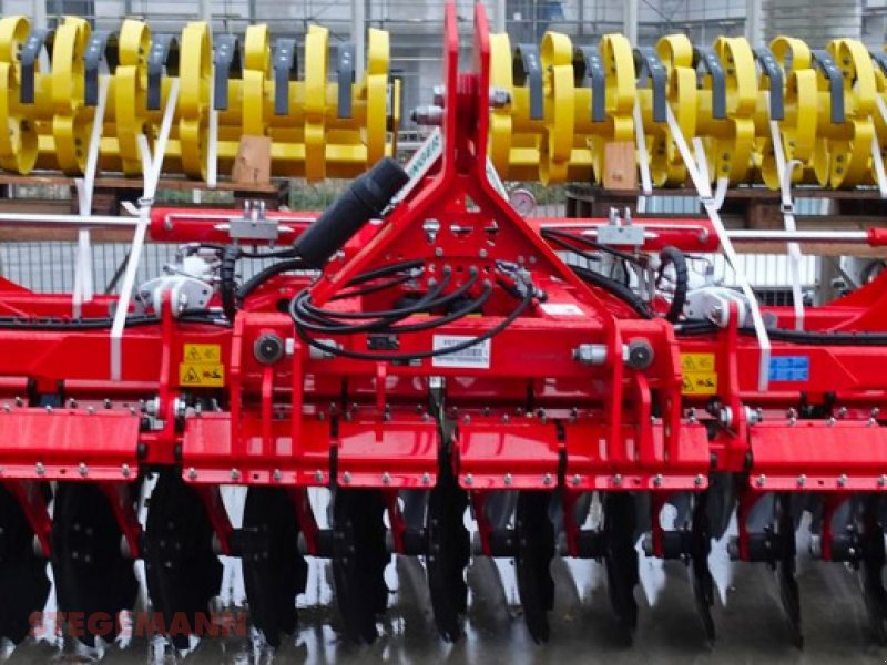 Scheibenegge des Typs Pöttinger Terradisc 4000 K, Neumaschine in Billerbeck (Bild 1)