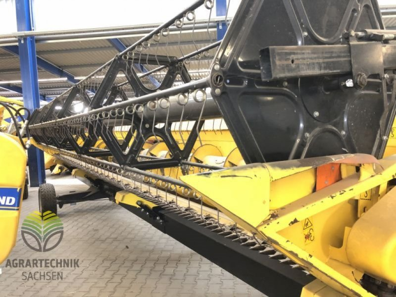 Schneidwerk des Typs New Holland NH Schneidwerk Varifeed HD 9,15 m, 8P30VA, Gebrauchtmaschine in Ebersbach (Bild 1)