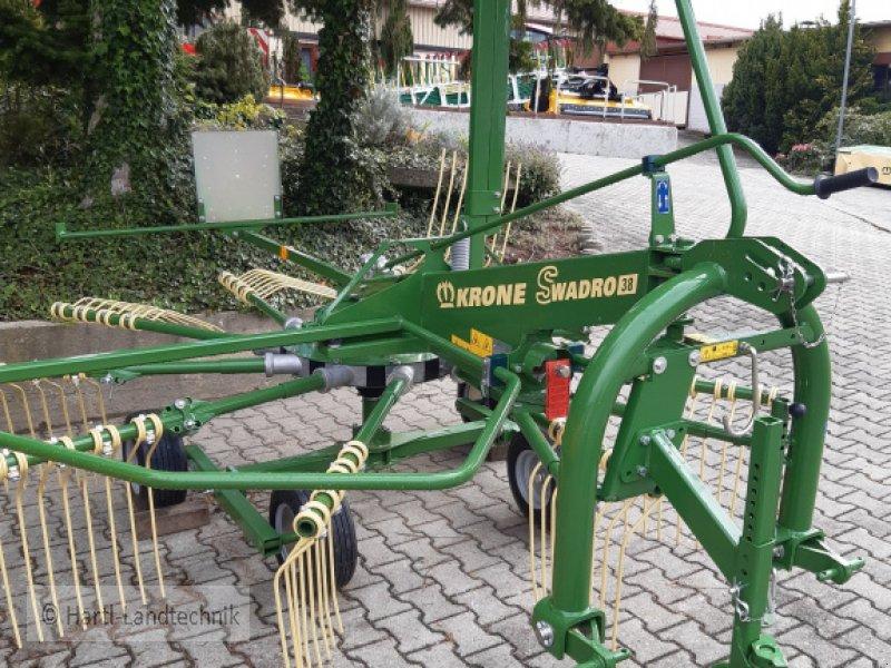Schwader des Typs Krone Swadro 35, Neumaschine in Ortenburg (Bild 1)