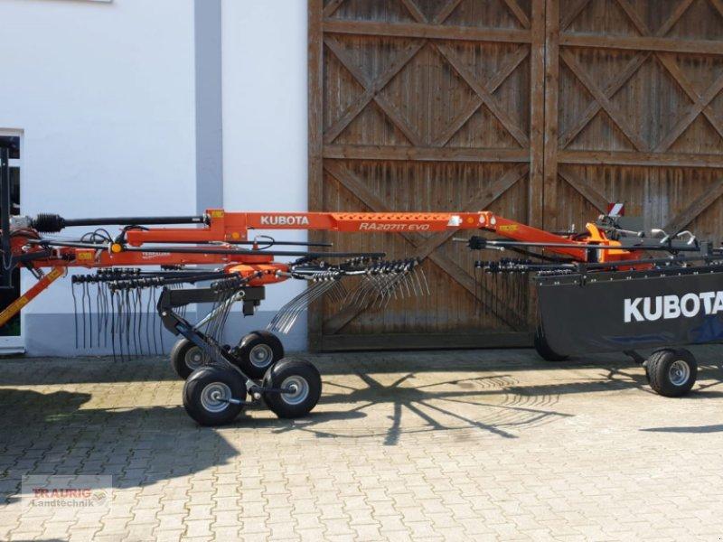 Schwader des Typs Kubota RA 2071 T-Evo, Neumaschine in Mainburg/Wambach (Bild 1)