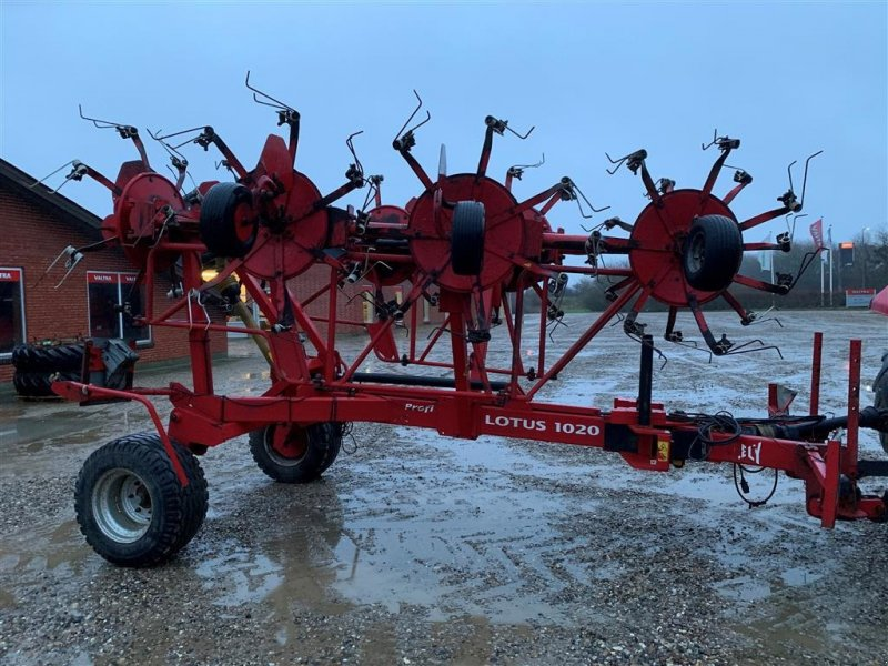 Schwader of the type Lely LOTUS 1020 PROFI, Gebrauchtmaschine in Ringkøbing (Picture 1)