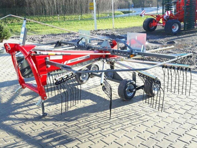 Schwader des Typs Massey Ferguson RK 421 DN, Neumaschine in Sulingen (Bild 1)