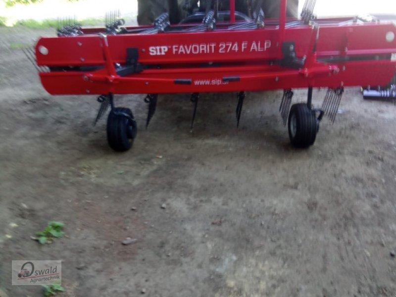 Schwader des Typs SIP 254, Neumaschine in Regen (Bild 1)