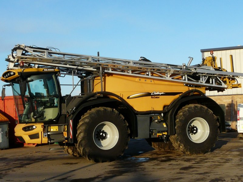 Selbstfahrspritze of the type CHALLENGER Rogator 655 D, Neumaschine in Grantham (Picture 1)