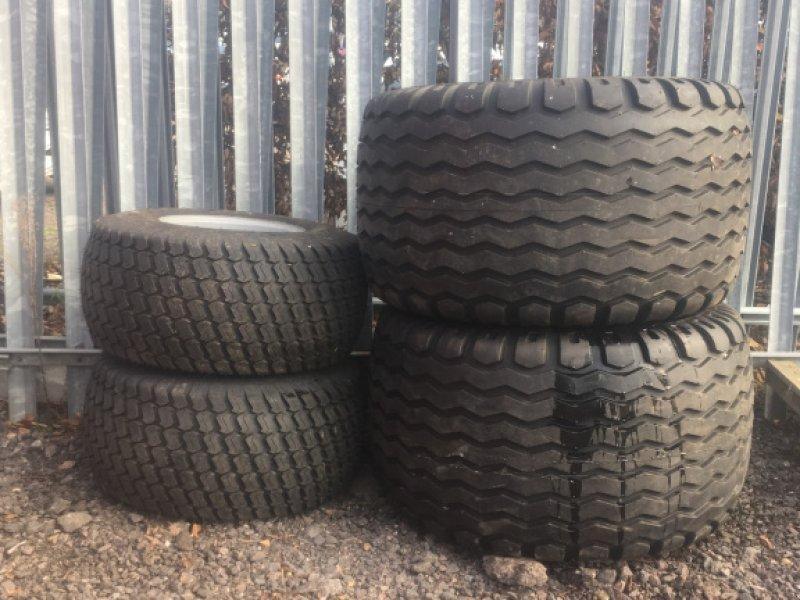 Sonstige Räder & Reifen & Felgen des Typs Massey Ferguson Oversize wheels, Neumaschine in Grantham (Bild 1)