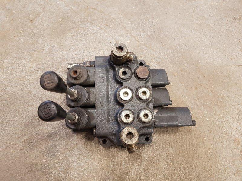 Sonstige Teile типа Sonstige 3 DW Hydraulikventil, Gebrauchtmaschine в Chur (Фотография 1)