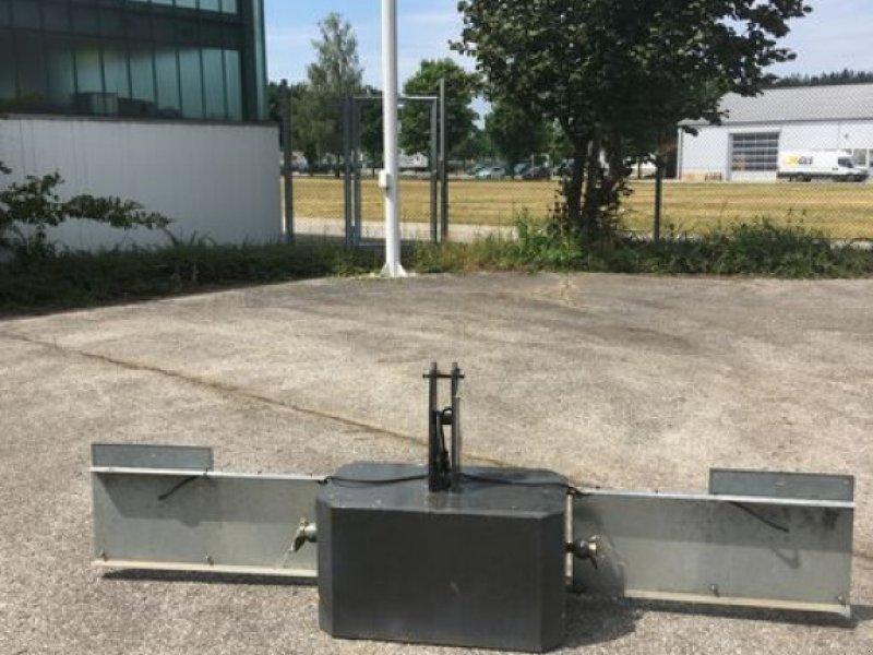 Sonstige Traktoren des Typs Sonstige FRONTGEWICHT MIT BELEUCHTUNG, Neumaschine in Grabenstätt-Erlstätt (Bild 1)