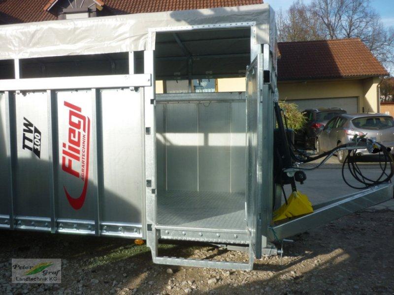 Sonstige Transporttechnik des Typs Fliegl TTW 100 Einachs Tiertransportanhänger, Neumaschine in 91257 Pegnitz-Bronn (Bild 7)