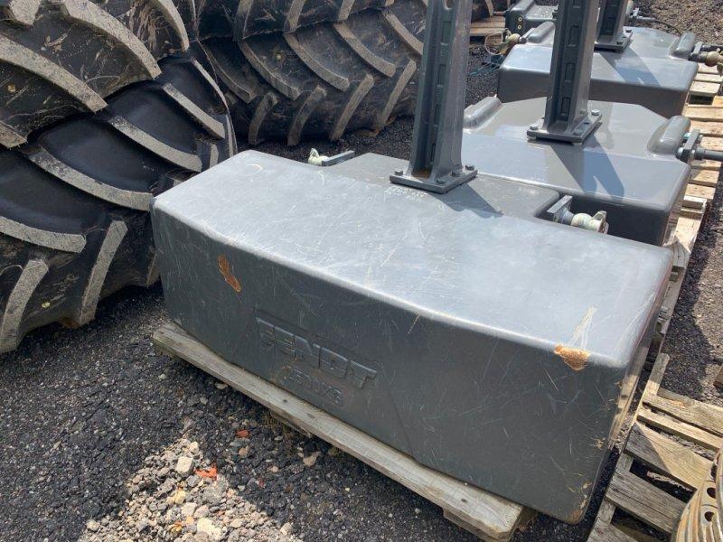 Sonstiges Traktorzubehör des Typs Fendt 2500kg Frontgewicht, Gebrauchtmaschine in Southam (Bild 1)