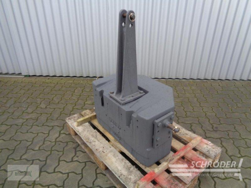 Sonstiges Traktorzubehör типа Fendt Belastungsgewicht 870 kg, Gebrauchtmaschine в Ahlerstedt (Фотография 1)