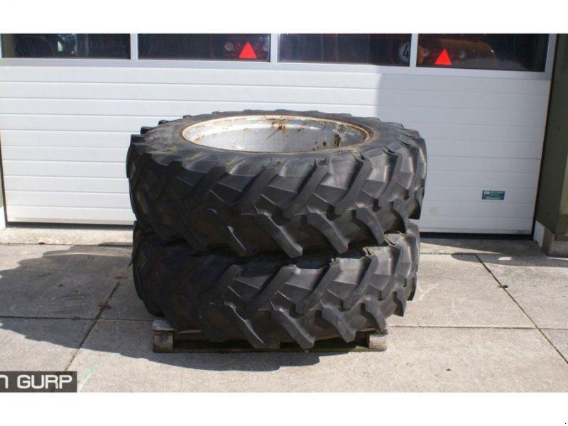 Sonstiges Traktorzubehör typu Sonstige Trekkerband 16.9R38 Pirelli, Gebrauchtmaschine v Wijhe (Obrázek 1)