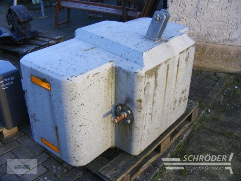 Sonstiges Traktorzubehör типа Suer 2400 kg Frontgewicht, Gebrauchtmaschine в Penzlin (Фотография 1)