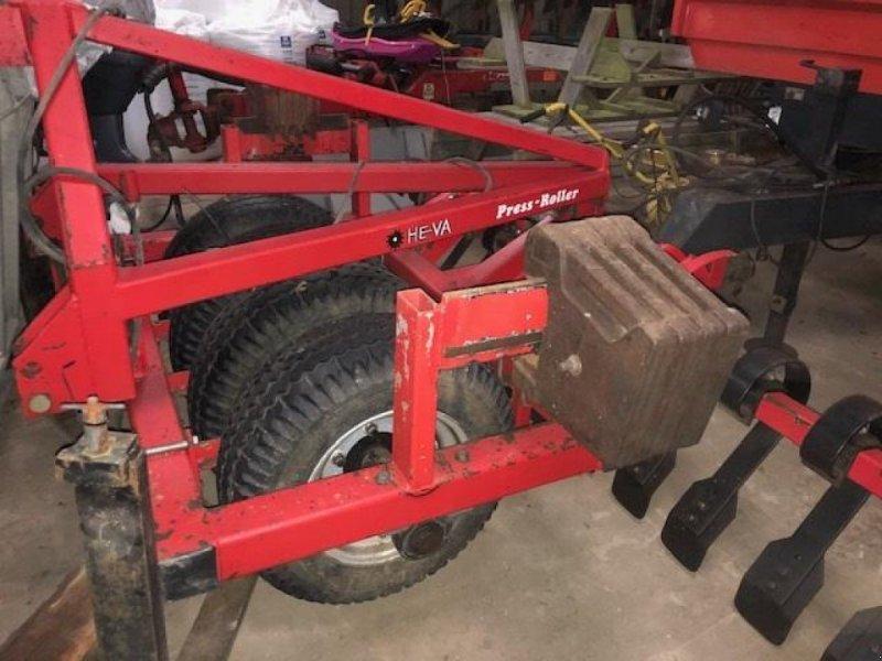 Sonstiges tip HE-VA pressroller & 4 mtr lamelpl., Gebrauchtmaschine in Brørup (Poză 1)