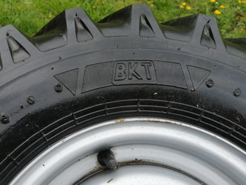 Sonstiges типа Sonstige Brugte komplette BKT hjul 700x12 med 5-huls fælg, Gebrauchtmaschine в Vrå (Фотография 3)