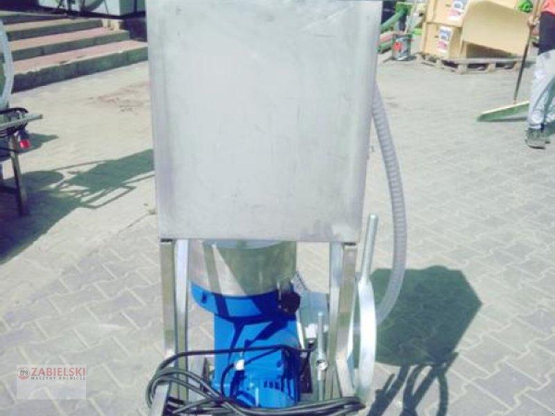 Sonstiges typu Sonstige Operator to purify milk/ Milchzentrifuge/Wirówka do mleka, Neumaschine w Jedwabne (Zdjęcie 1)