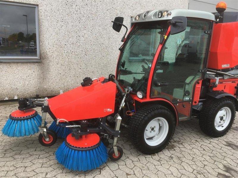 Straßenkehrmaschine tip Antonio Carraro 4400HST vnr 838216-1, Gebrauchtmaschine in Helsinge (Poză 1)