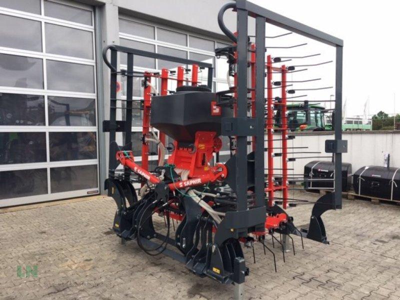 Striegel mit Nachsaateinrichtung des Typs Saphir GS 603 Grünlandstriegel Sofort Verfügbar, Neumaschine in Eggenfelden (Bild 1)