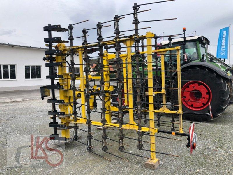 Striegel des Typs Bednar PN 6000, Neumaschine in Starkenberg (Bild 3)