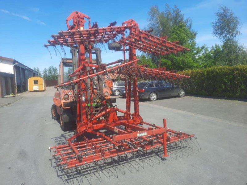 Striegel типа Einböck 9 m Striegl Hackstriegl Wiesenstriegel, Gebrauchtmaschine в Rheda-Wiedenbrück (Фотография 1)