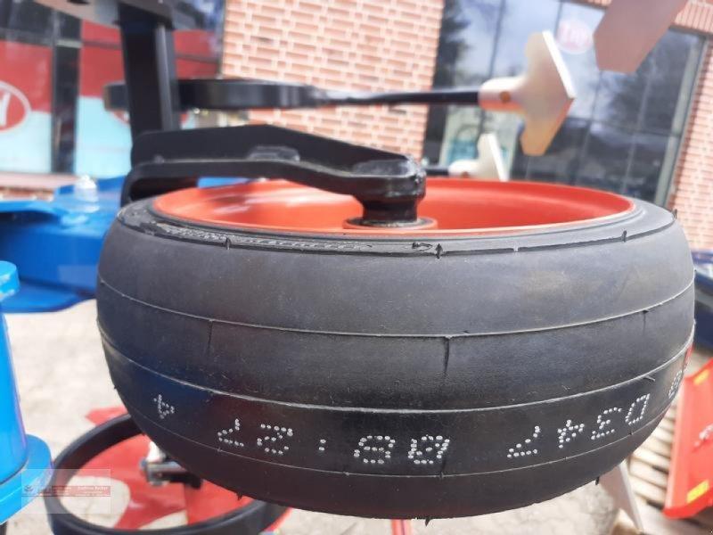 Striegel des Typs Hatzenbichler 6 Reihig / 75cm Maishackmaschine  mit Heckparallelogramme, Neumaschine in Tewel (Bild 2)