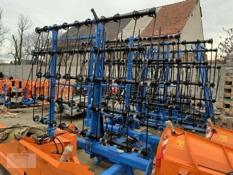 Striegel des Typs Vemac Strohstriegel 6m 600cm Striegel Wiesenstriegel Ackerstriegel NEU, Neumaschine in Osterweddingen / Magdeburg (Bild 1)