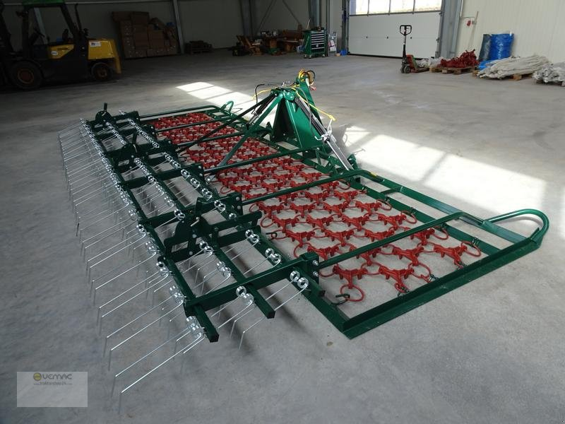 Striegel des Typs Vemac Wiesenschleppe Wiesenstriegel Striegel 4m hydraulisch NEU, Neumaschine in Osterweddingen / Magdeburg (Bild 1)